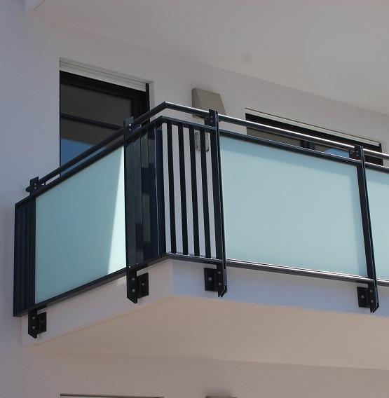 metallbau reichert. Black Bedroom Furniture Sets. Home Design Ideas